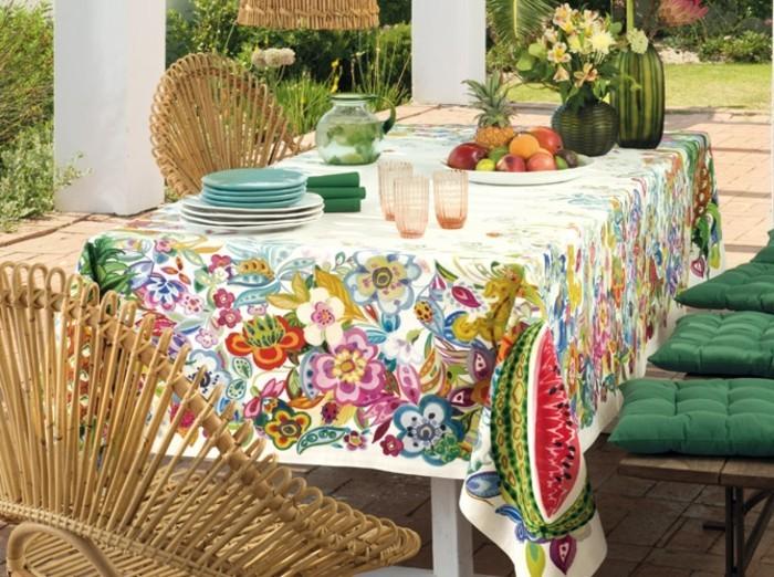 deco-boheme-chic-une-table-bien-ornee-dans-le-jardin-resized