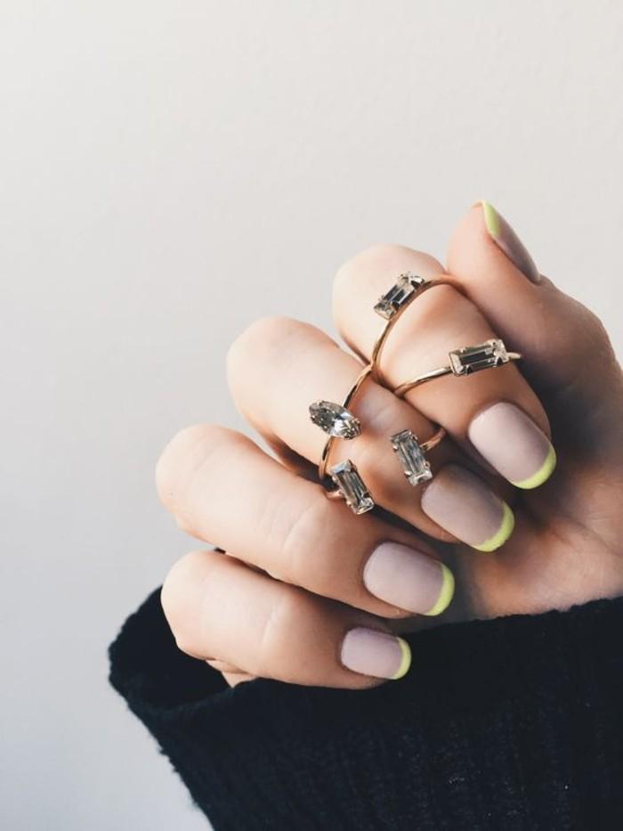 deco-ongle-facile-manucure-french-en-beige-et-jaune-idees-deco-ongles