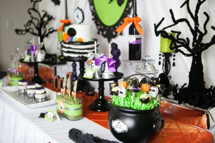 deco halloween maison amazing diy ides de dco pour halloween en photo une table du with deco. Black Bedroom Furniture Sets. Home Design Ideas