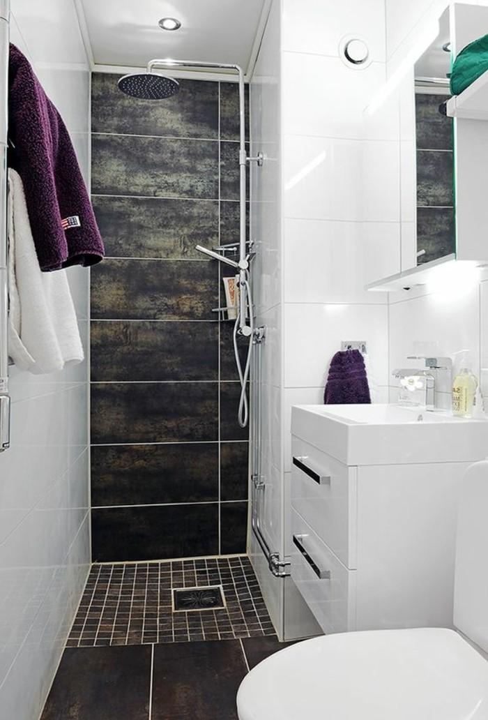 eclairage-salle-de-bain-spot-encastrable-salle-de-bain-dalles-gris-foncés