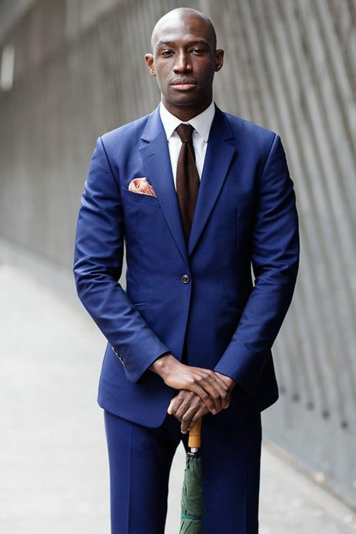 en-bleu-costume-homme-élégant-classe-costume-homme-mariage