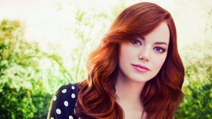 femme-couleur-cheveux-reflet-rouge-célèbre-femme