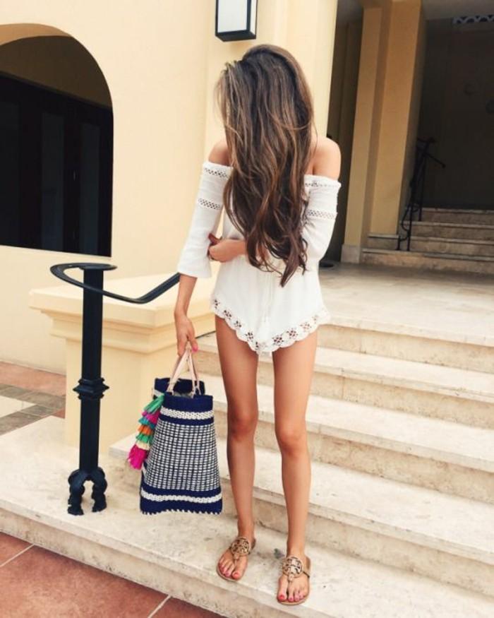 fille-belle-accessoire-plage-sac-de-plage-tendance-été