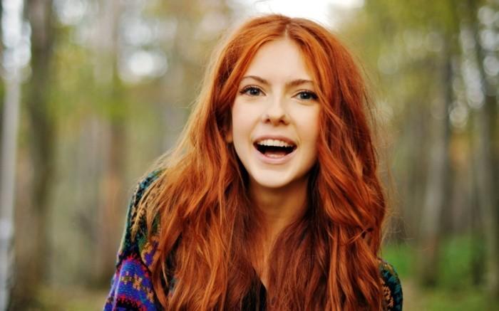 habillee-couleur-de-cheveux-rouge-violine-naturelle