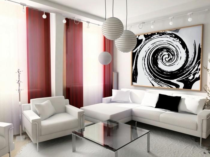 idée-déco-petit-salon-comment-amenager-un-petit-salon-canapé-et-fauteuil-blancs-rideaux-rouges-suspensions-très-originales