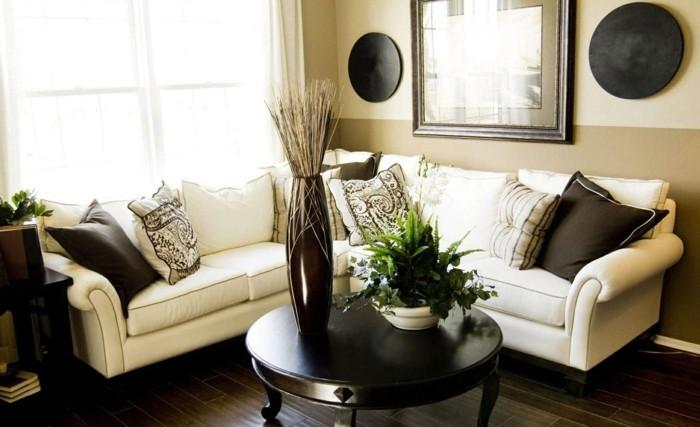 idée-déco-petit-salon-décorer-un-petit-salon-petit-salon-accueillant-canapé-en-blanc, petite-table-en-bois