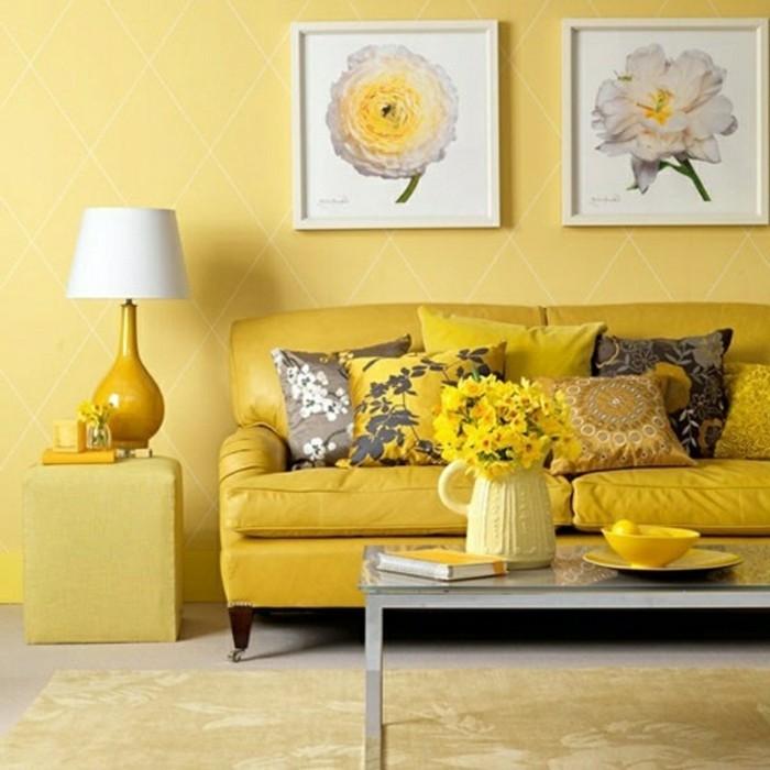 idée-déco-petit-salon-sofa-murs-jaunes-déco-salon-à-motifs-floraux-éléments-floraux-présents-partout
