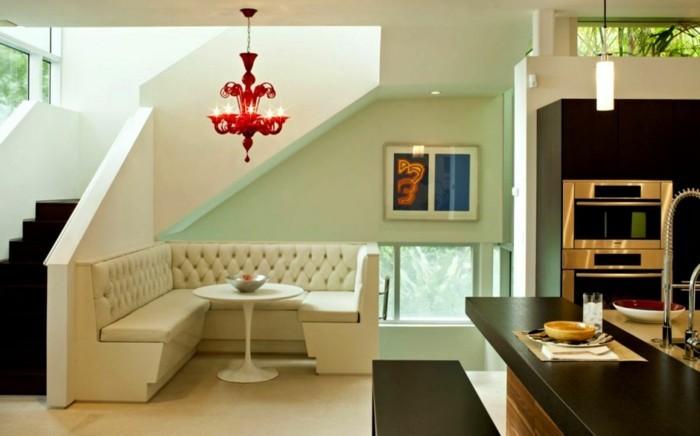 idée-déco-petit-salon-stratégie-gain-de-espace-sofa-blanc-guéridon-blanc-lustre-rouge-design-exceptionnel