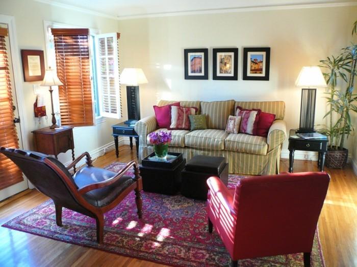 idée-déco-petit-salon-meubler-son-salon-canapé-rayé-fauteuils-confortables-belle-déco-murale-tapis-oriental