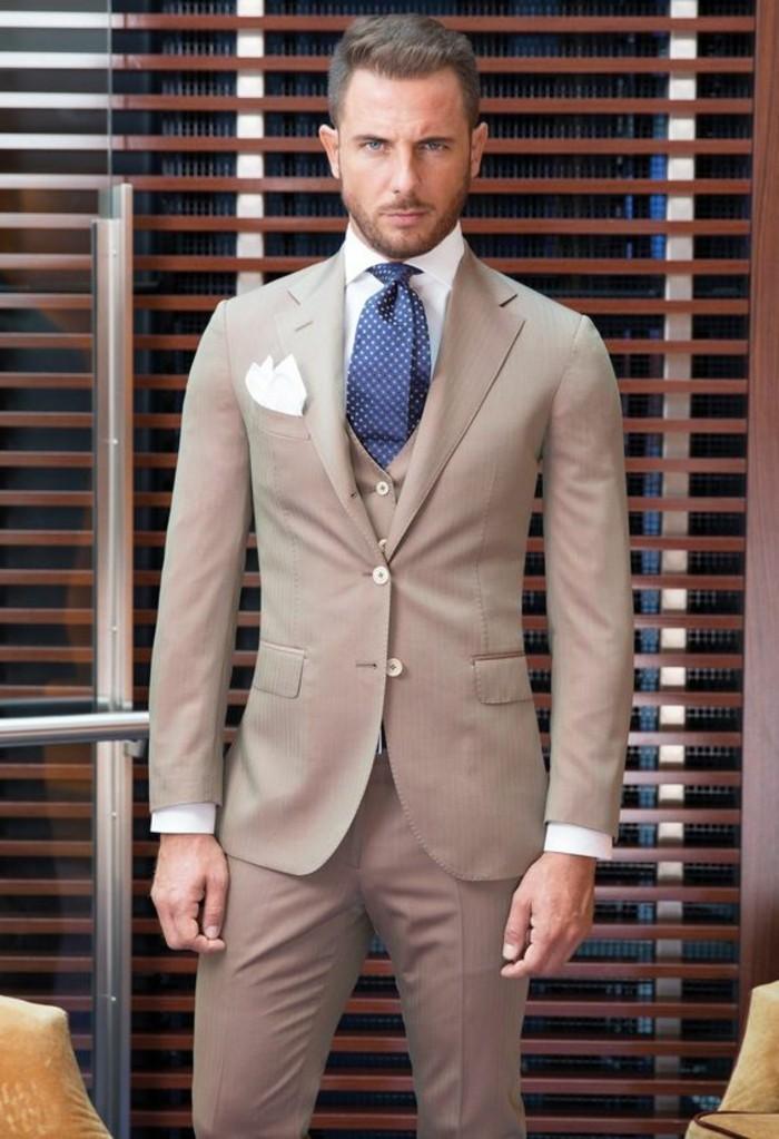 idée-excellente-costume-beige-tenue-mariage-homme-élégant-costume