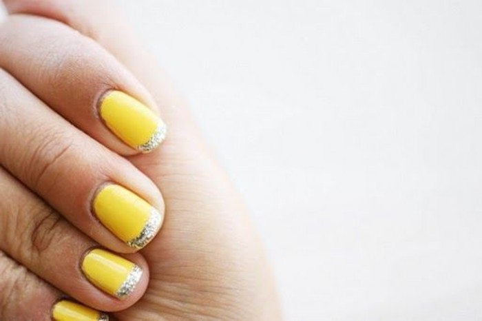 idees-deco-ongle-jaune-manucure-french-design-en-jaune