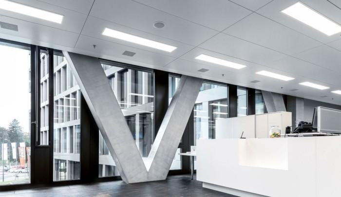instalation-led-dalle-lumineuse-led-sur-le-plafond-office-space-idee-amenagement