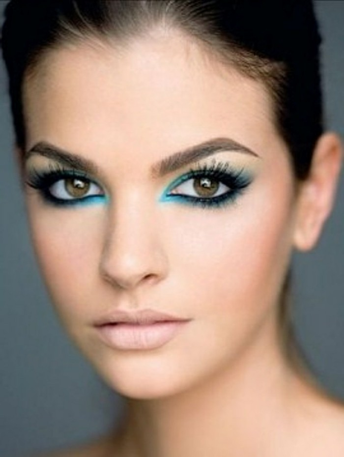 jolie-femme-maquillage-de-noel-idée-make-up-originale