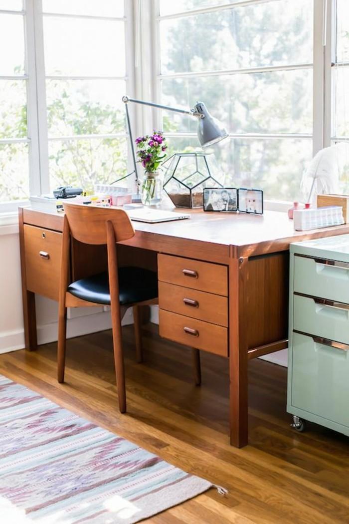 lampe-de-bureau-articulée-en-bleu-ciel-bureau-en-bois-bureau-avec-vue