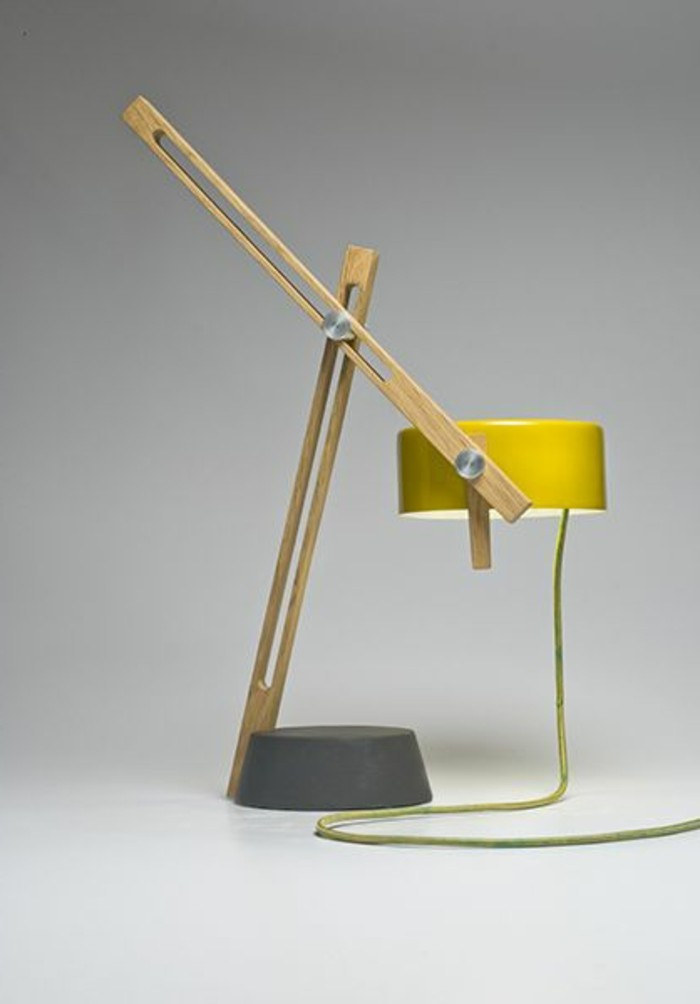 lampe-de-bureau-articulée-en-bois-clair-couleur-jaune-lampe-de-bureau-design