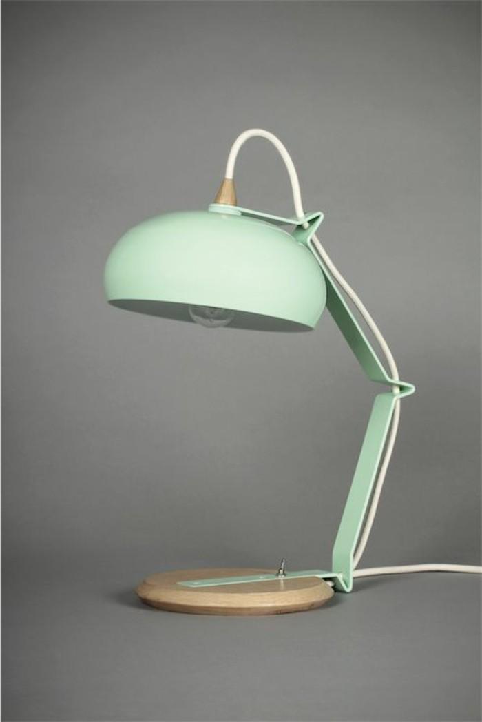 lampe-de-table-ampoule-classique-table-en-vert-pale-idees-eclairage-de-bureau