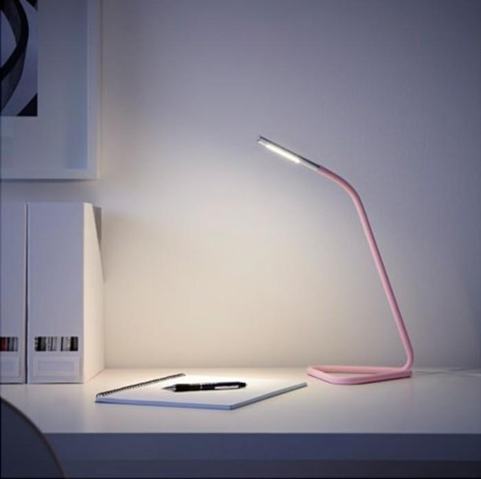 lampe-de-table-led-ikea-pas-cher-en-rose-clair-lampe-de-bureau-à-pince