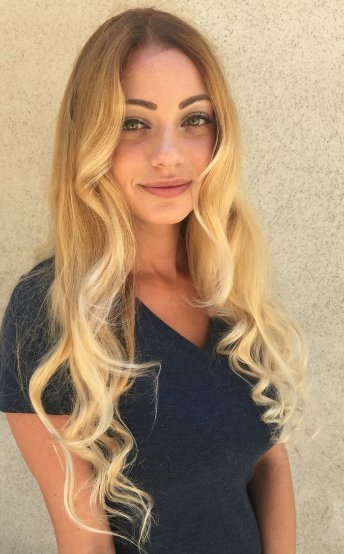le-balayage-blond-sur-chatain-blond-naturel-cool-blonde-fille