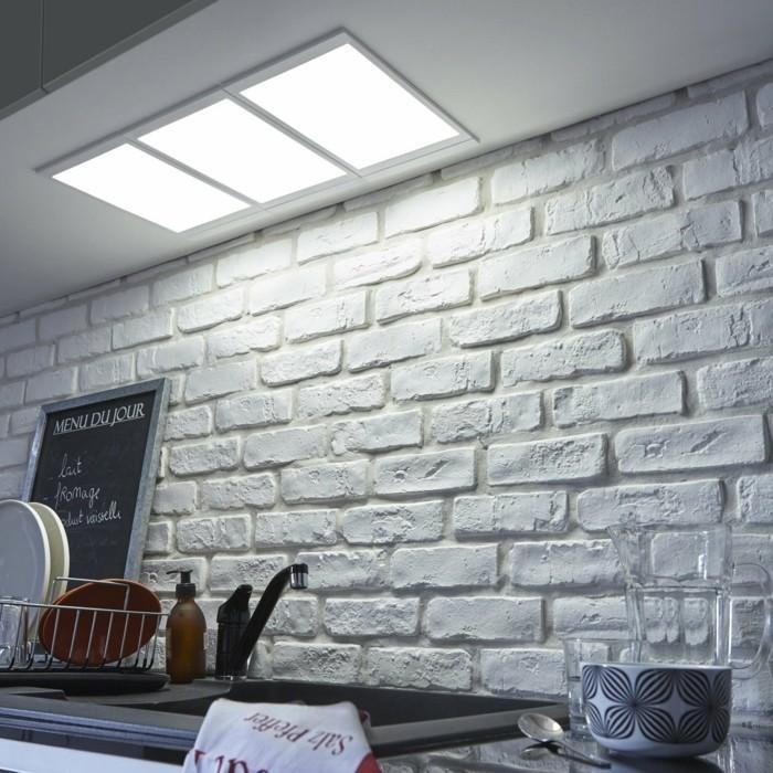 leroy-merlin-cuisine-mur-en-briques-blancs-dalle-lumineuse-led-dans-la-cuisine-blanche