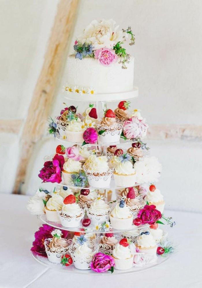 merveilleuse-pièce-montée-mariage-original-cupcakes