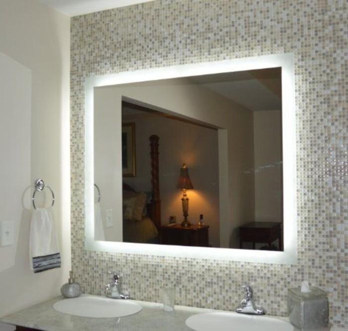 miroir-éclairant-salle-de-bain-design-pas-cher-mur-en-mosaique-miroir-120x60