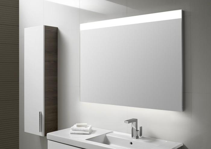 Voici un magnifique modèle de miroir de salle de bain avec éclairage ...