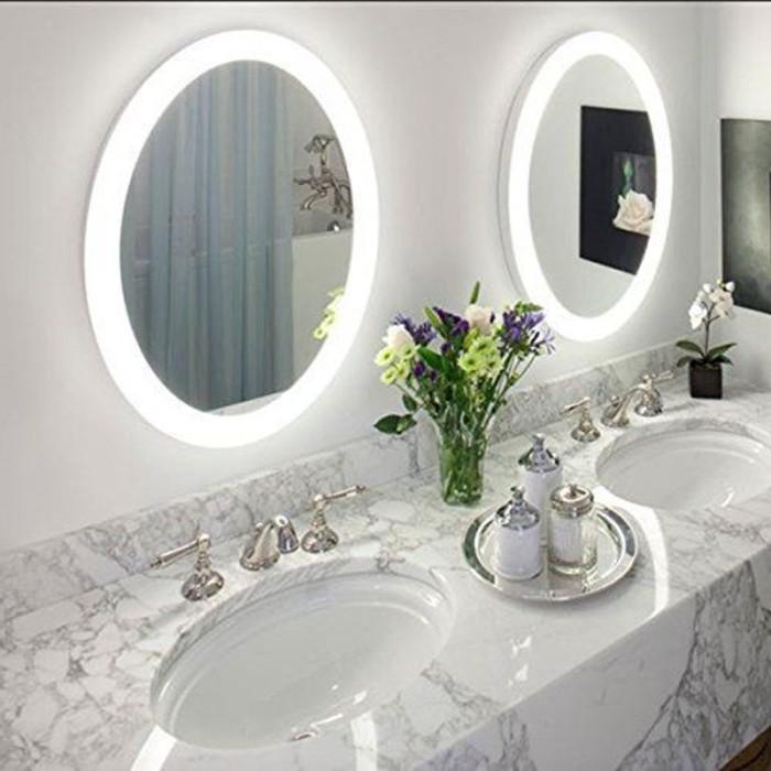 miroir-ron-avec-bandeau-lumineux-salle-de-bain-miroir-forme-ronde-salle-de-bain-en-marbre
