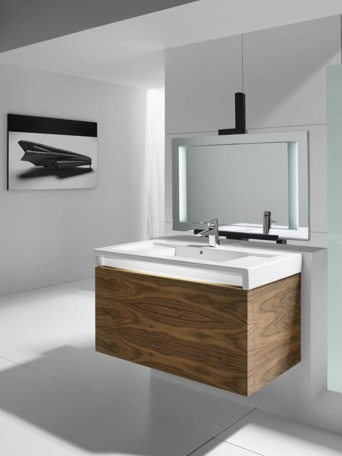 miroir-salle-de-bain-roca-avec-luminaire-led-miroir-éclairant-salle-de-bain-carrelage-blanc