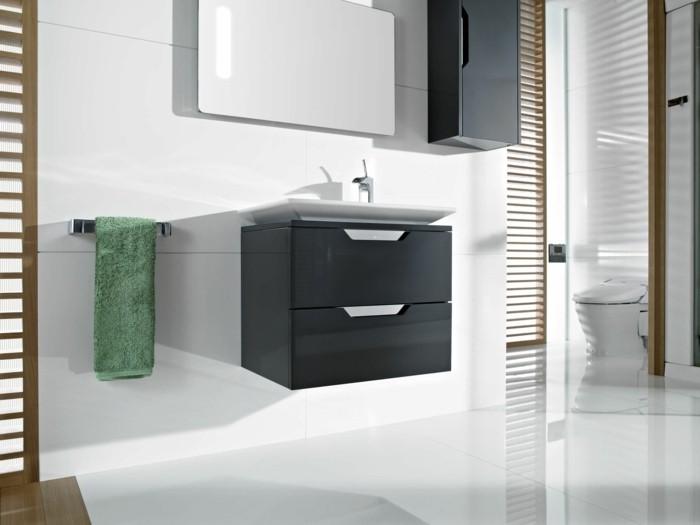 roca miroir avec éclairage discret, salle de bain blanche