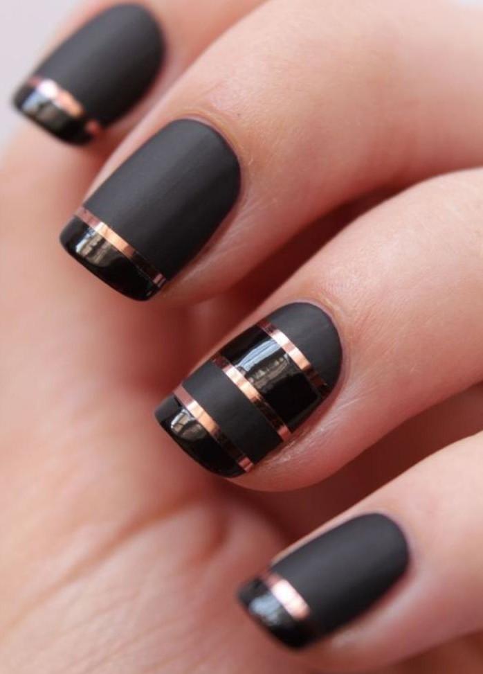modèle-ongles-élégant-déco-ongles-stylée-pour-l'office