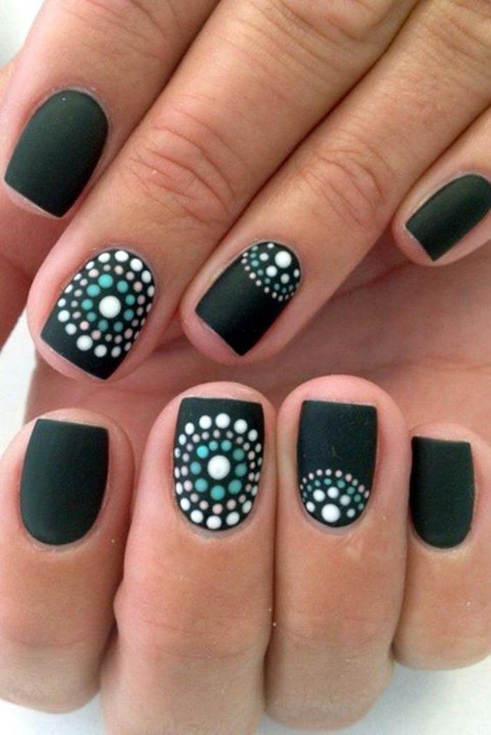 modèle-ongles-cercles-concentriques-déco-nail-art-superbe
