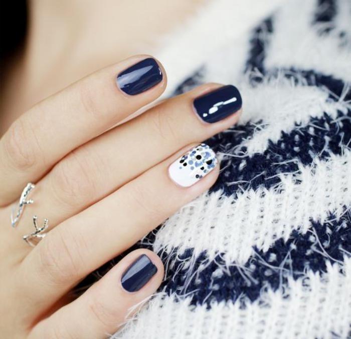 modèle-ongles-en-noir-et-blanc-déco-ongles-élégante