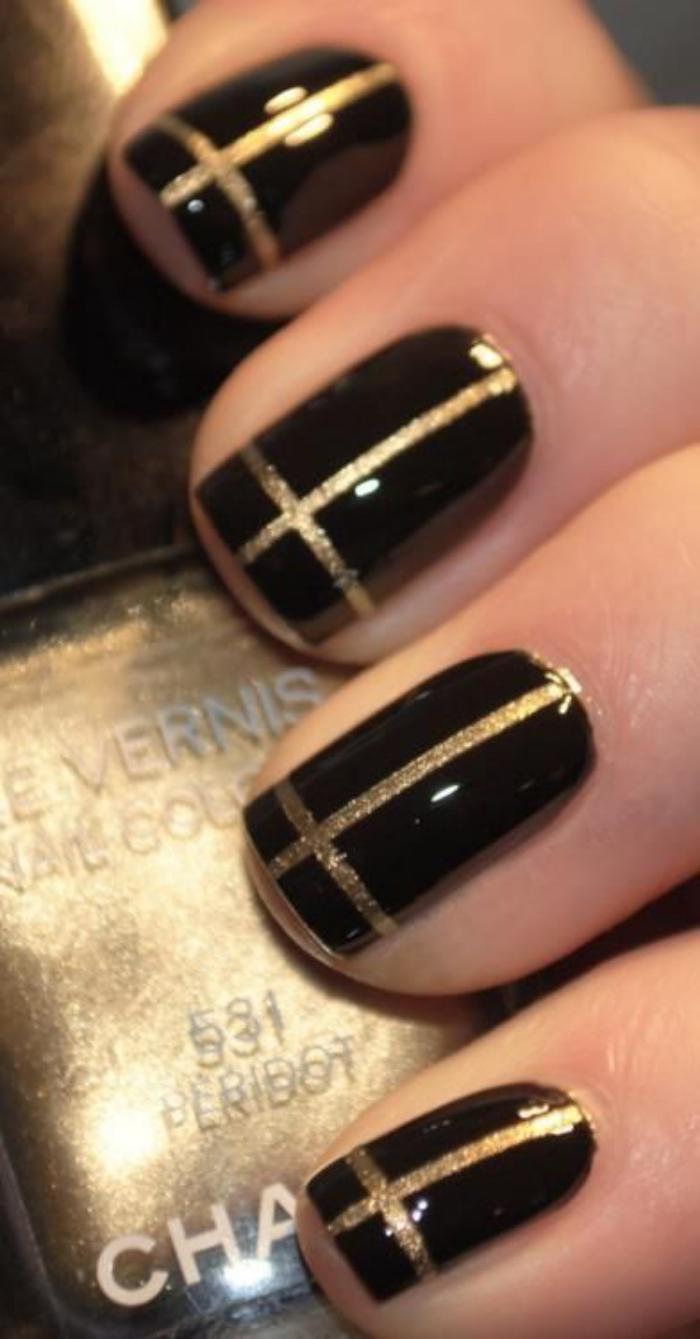 modèle-ongles-manucur-au-striping-tape-stylée
