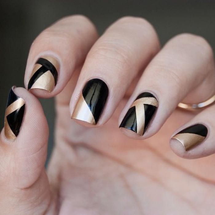 modèle-ongles-manucure-au-scotch-noir-et-doré