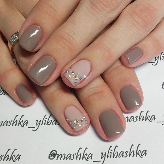 modèle-ongles-nail-art-en-couleurs-taupes