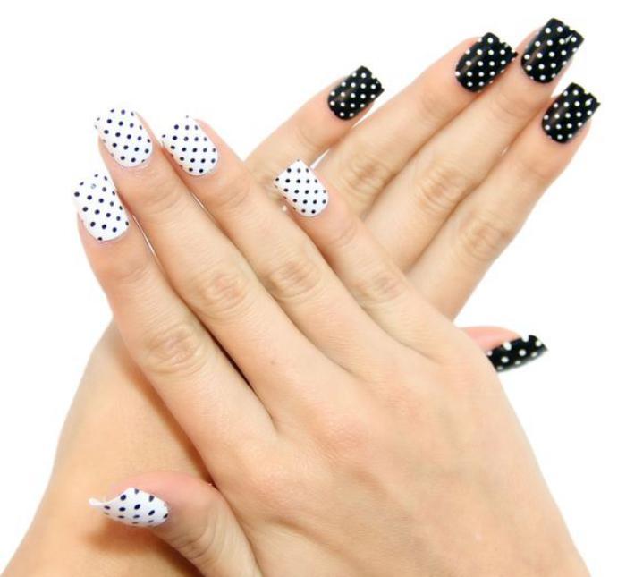 modèle-ongles-pointillés-noirs-et-blancs