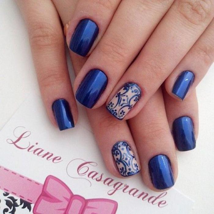 modèle-ongles-sophistiqués-bleu-et-beige