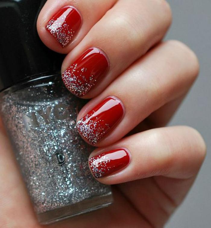 modèle-ongles-vernis-rouge-et-déco-pailletes-argentées