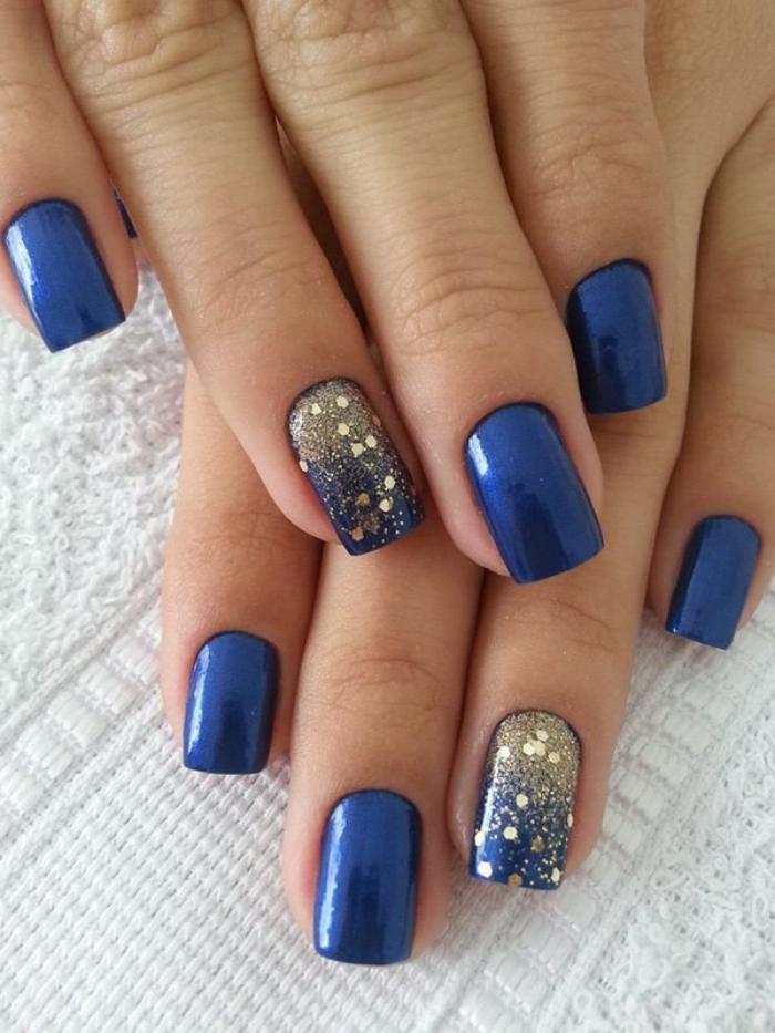 modèle-onglesvernis-bleu-déco-paillettes