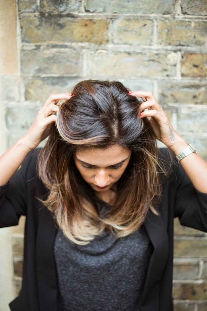 moderne-balayage-cheveux-chatain-moderne-femme