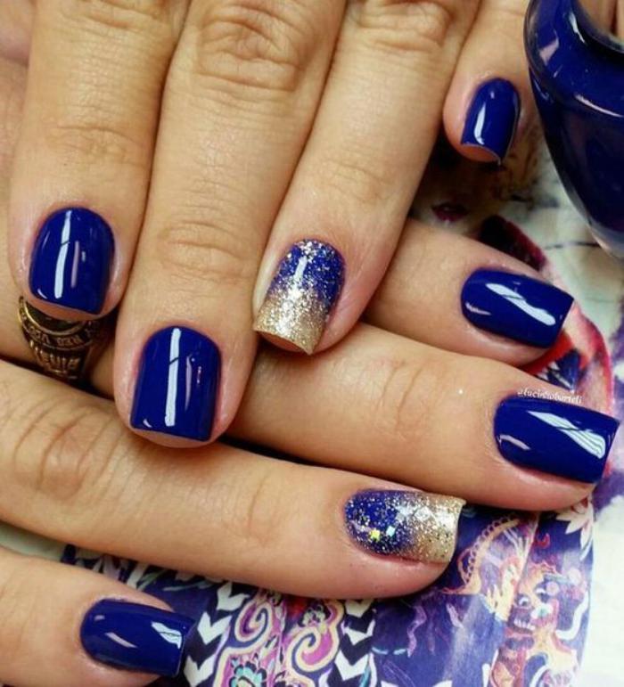 nail-art-facile-manucure-avec-glitter-sur-des-ongles-bleus