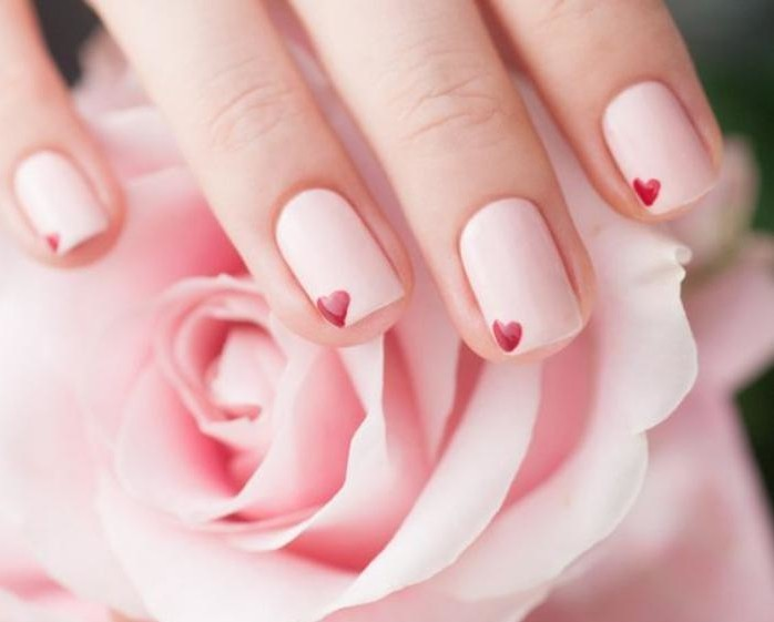 nail-art-facile-tuto-déco-ongles-motifs-coeurs