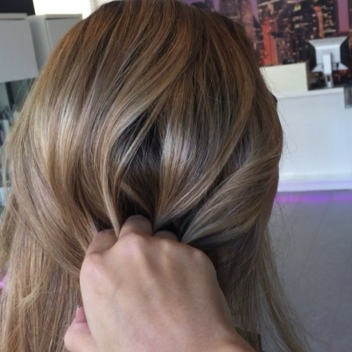 quel-balayage-blond-sur-cheveux-chatain-faire-chatin