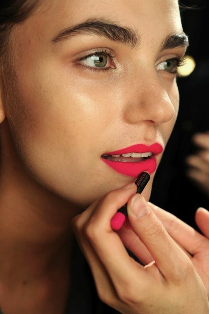 rouge-a-levres-brillant-maquillage-simple-et-facile-apprendre-a-se-maquiller