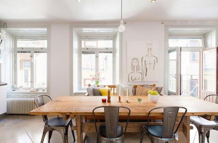 salle-à-manger-style-industriel-chaises-en-métal-table-en-bois-solide