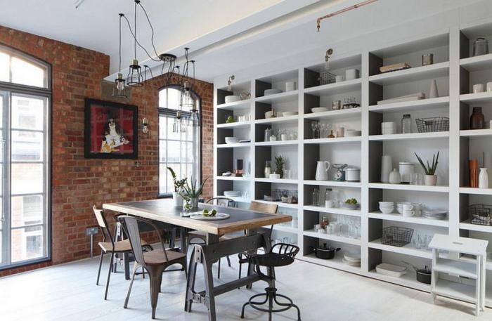 salle-à-manger-style-industriel-moblilier-indusriel-grande-étagère-murale