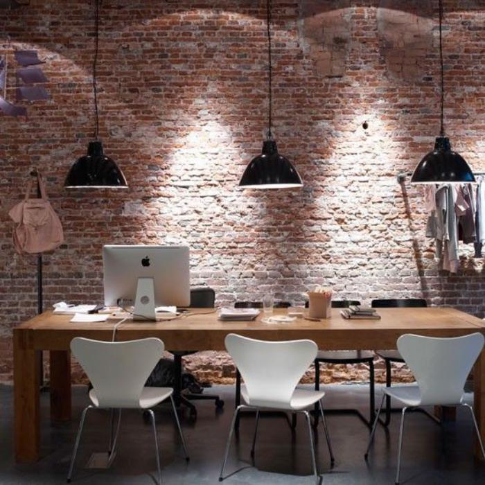 salle-à-manger-style-industriel-mur-briques-et-meubles-style-industriel