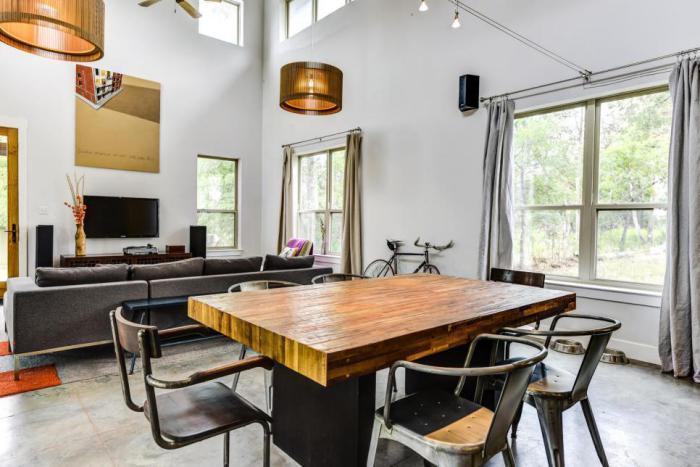 salle-à-manger-style-industriel-table-design-indusutriel-chaises-métalliques-vintage