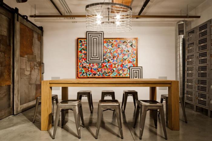 salle-à-manger-style-industriel-table-en-bois-solide-tabourets-style-industriel