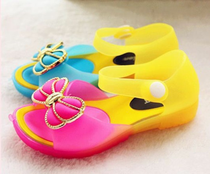 sandales-enfant-Aliexpress-couleurs-arc-en-ciel-resized